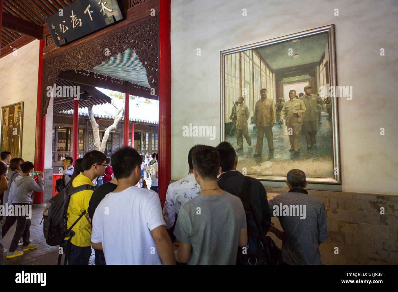 Boys at Chinese Presidential Palace, Nanjing in front of historical painting of the 'liberation' of Nanjing - Stock Image