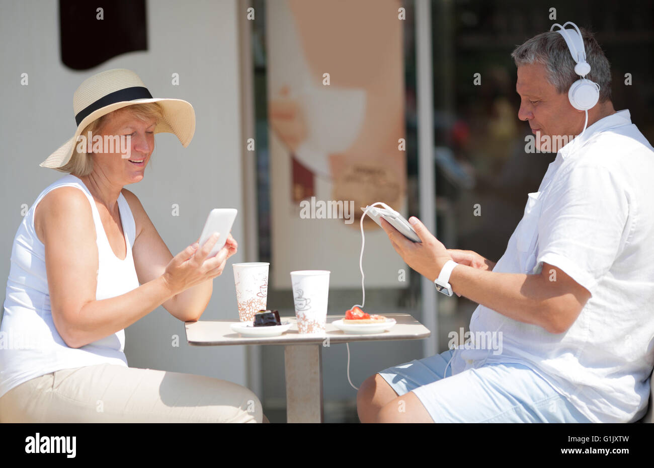 Middle-aged couple relaxing on summer vacation - Stock Image