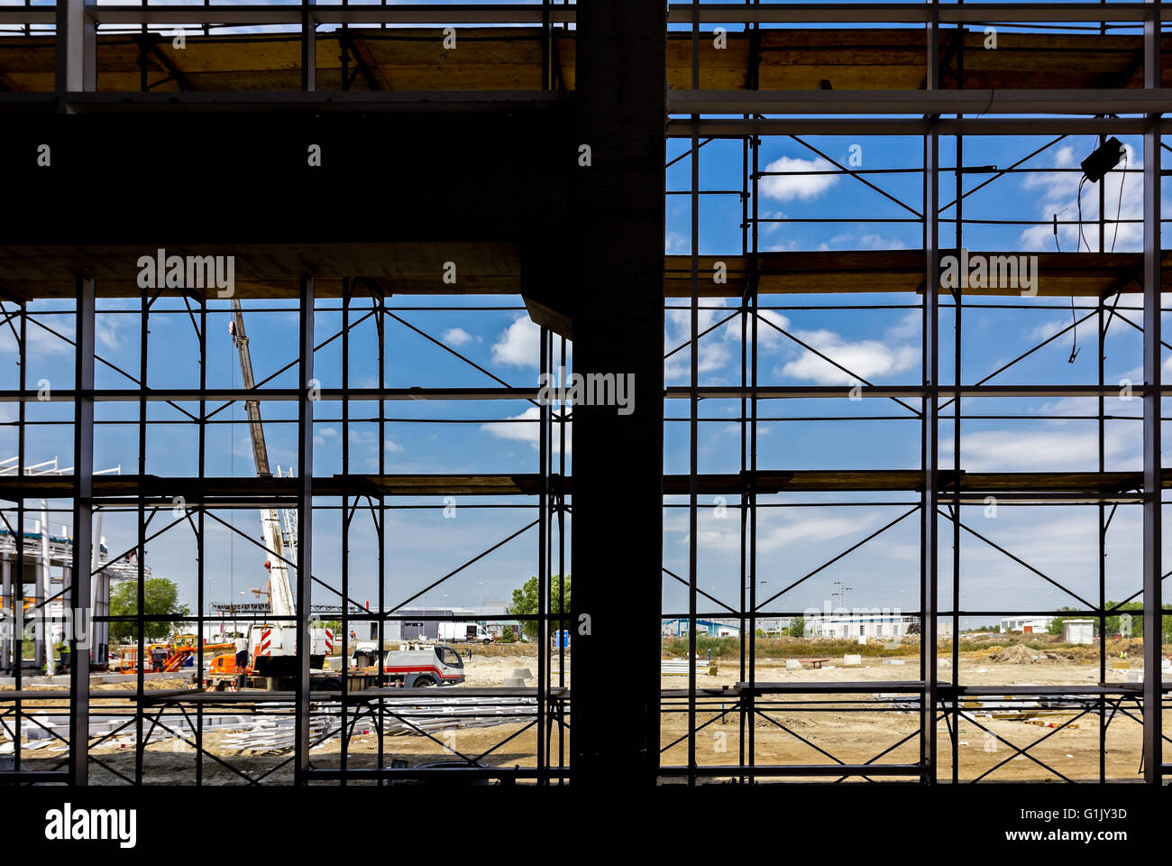 Silhouette of empty scaffolding in the construction site with back light from outside. - Stock Image