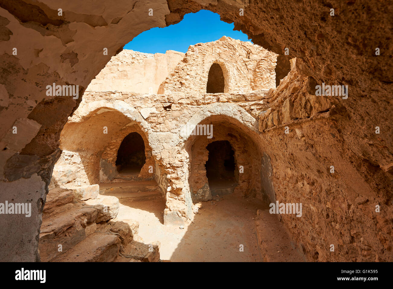 The northern Sahara mud brick ghorfa storage granaries (Ksar) of Hedada or Hadada, near Tetouin, Tunisia. - Stock Image