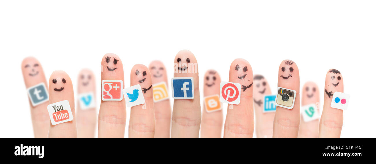 BELCHATOW, POLAND - AUGUST 31, 2014: Happy group of finger smileys with popular social media logos printed on paper - Stock Image