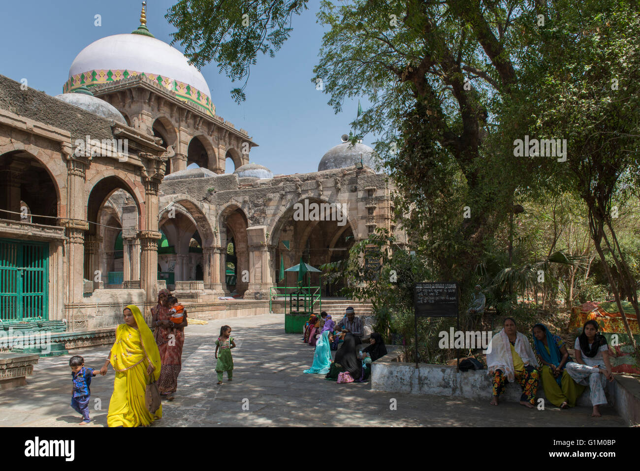 Outside Architecture, Kutb-e-Alam Mosque, Ahmedabad - Stock Image