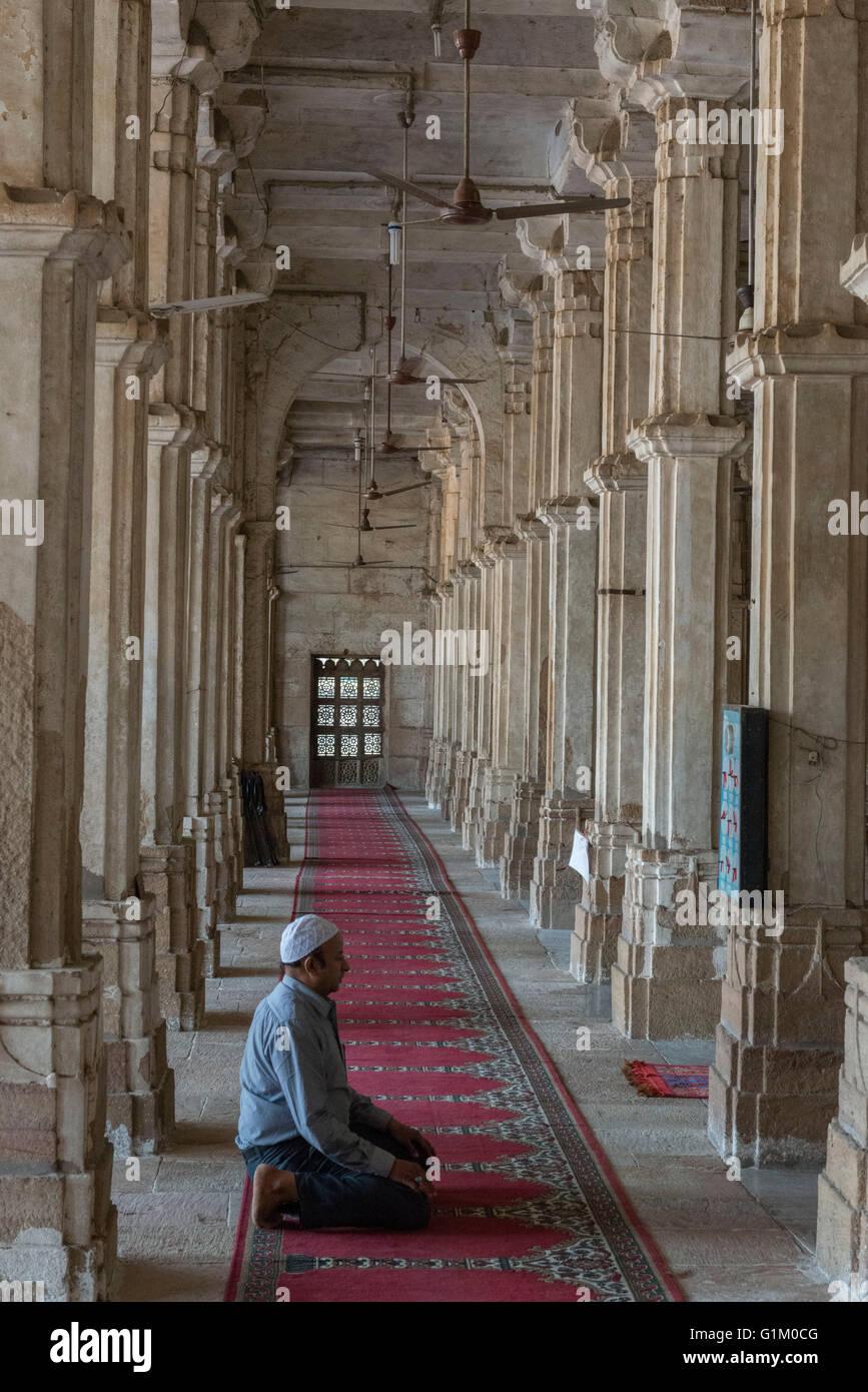 Man Praying, Sarkhej Roza, Ahmedabad - Stock Image