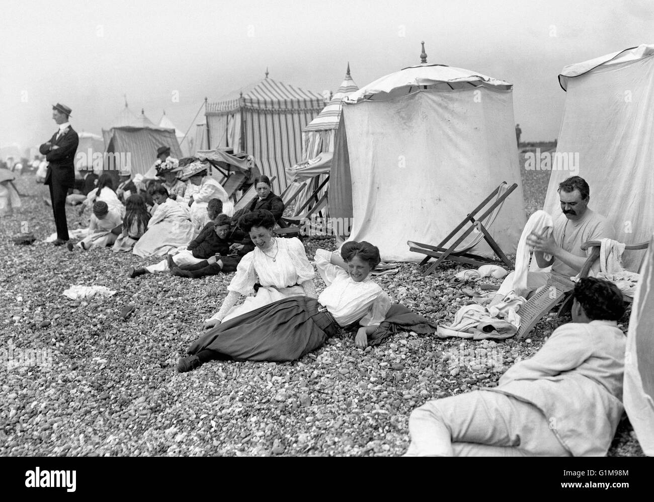 Two young women enjoy a day at the seaside at the resort of Hove, Sussex. ... Leisure and Tourism  - British Seaside - Stock Image