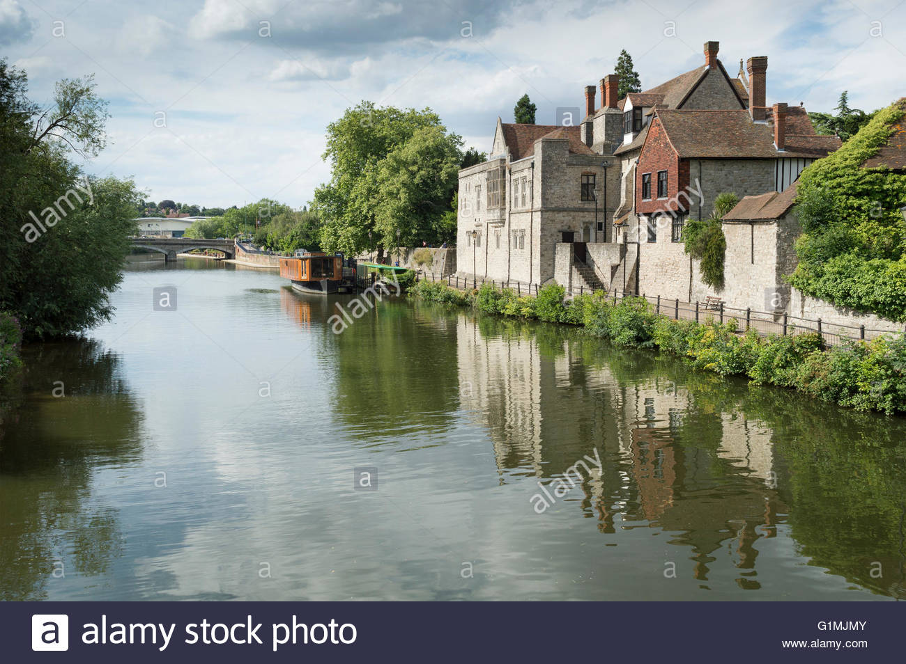 View along the River Medway at Maidstone to the opposite bank showing reflections in the water - Stock Image