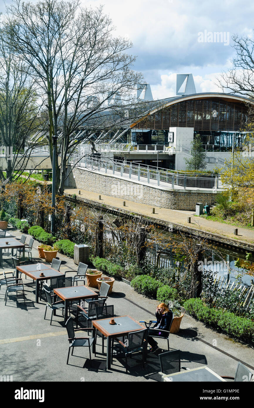 The Lightbox - Courtyard Cafe, a sunny sheltered seating area; with Basingstoke Canal / WWF-HQ as backdrop.  Woking, - Stock Image