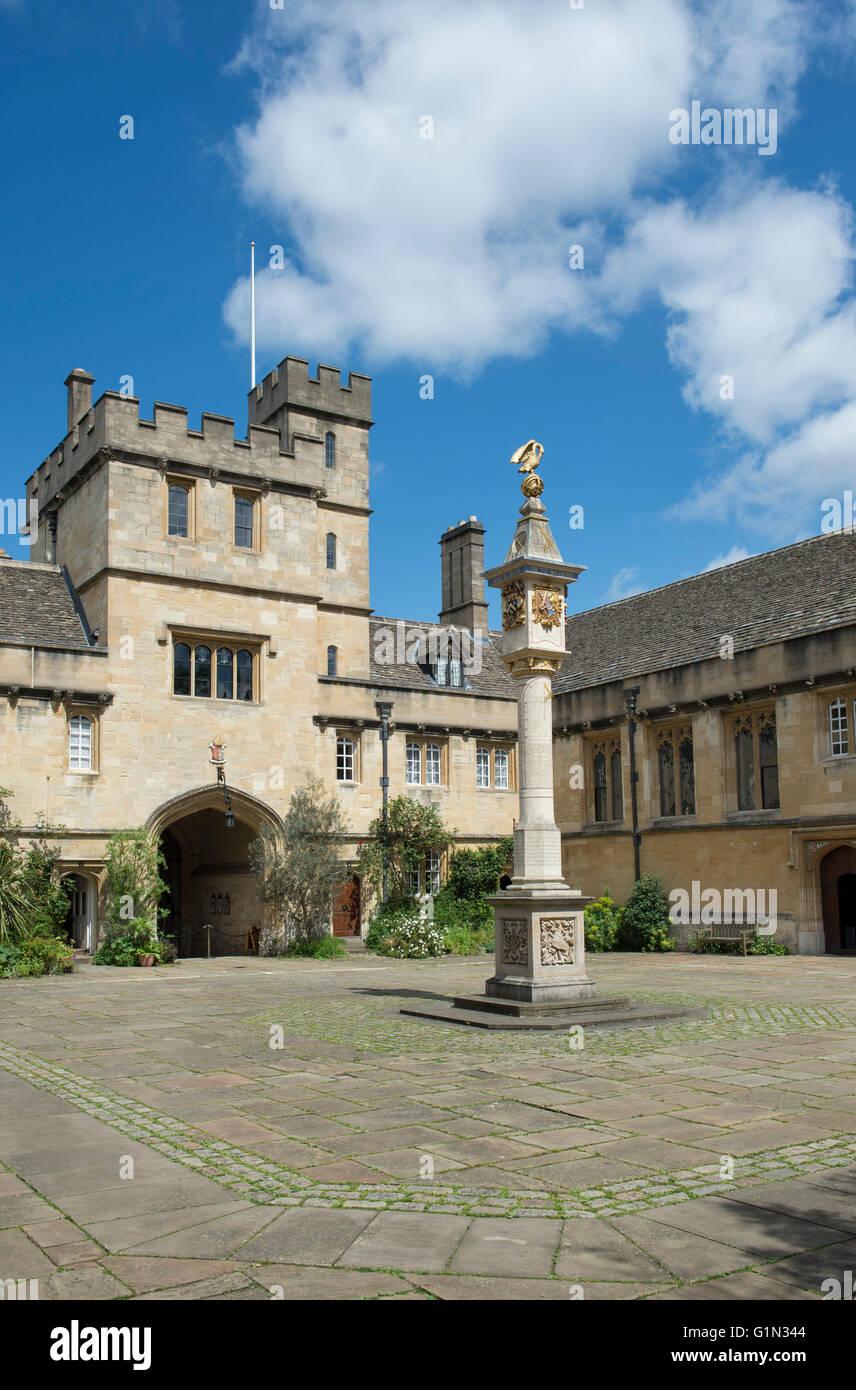 Turnbull Dial / Pelican Sundial in the main quadrangle in Corpus Christi college. Oxford University, England - Stock Image