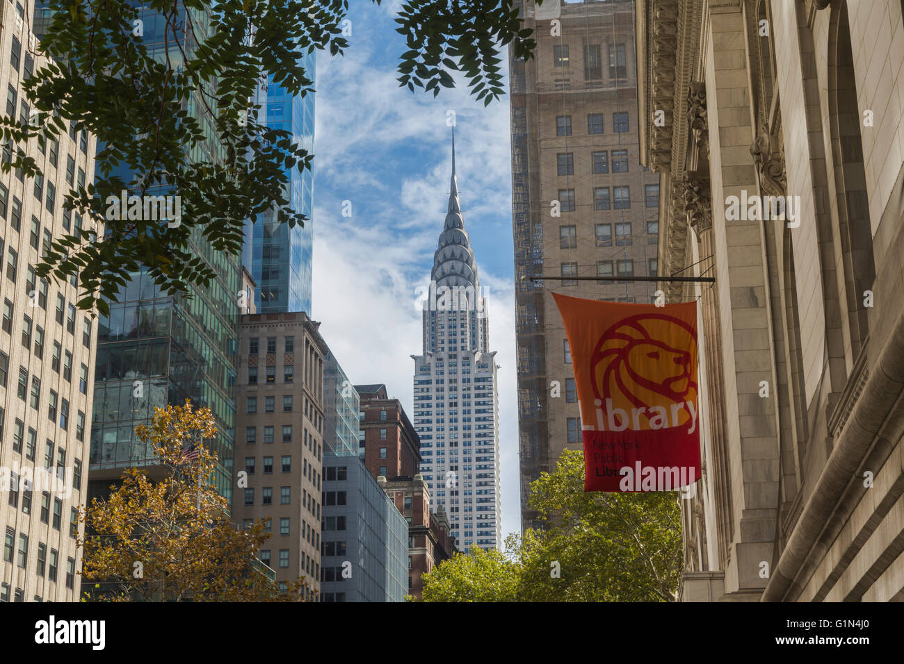 New York, New York State, United States of America.  Looking up 42nd Street from outside the New York Public Library - Stock Image