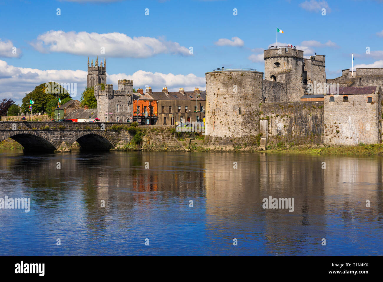Limerick, County Limerick, Republic of Ireland.  Eire.  13th-century King John's Castle seen across the River Shannon. - Stock Image