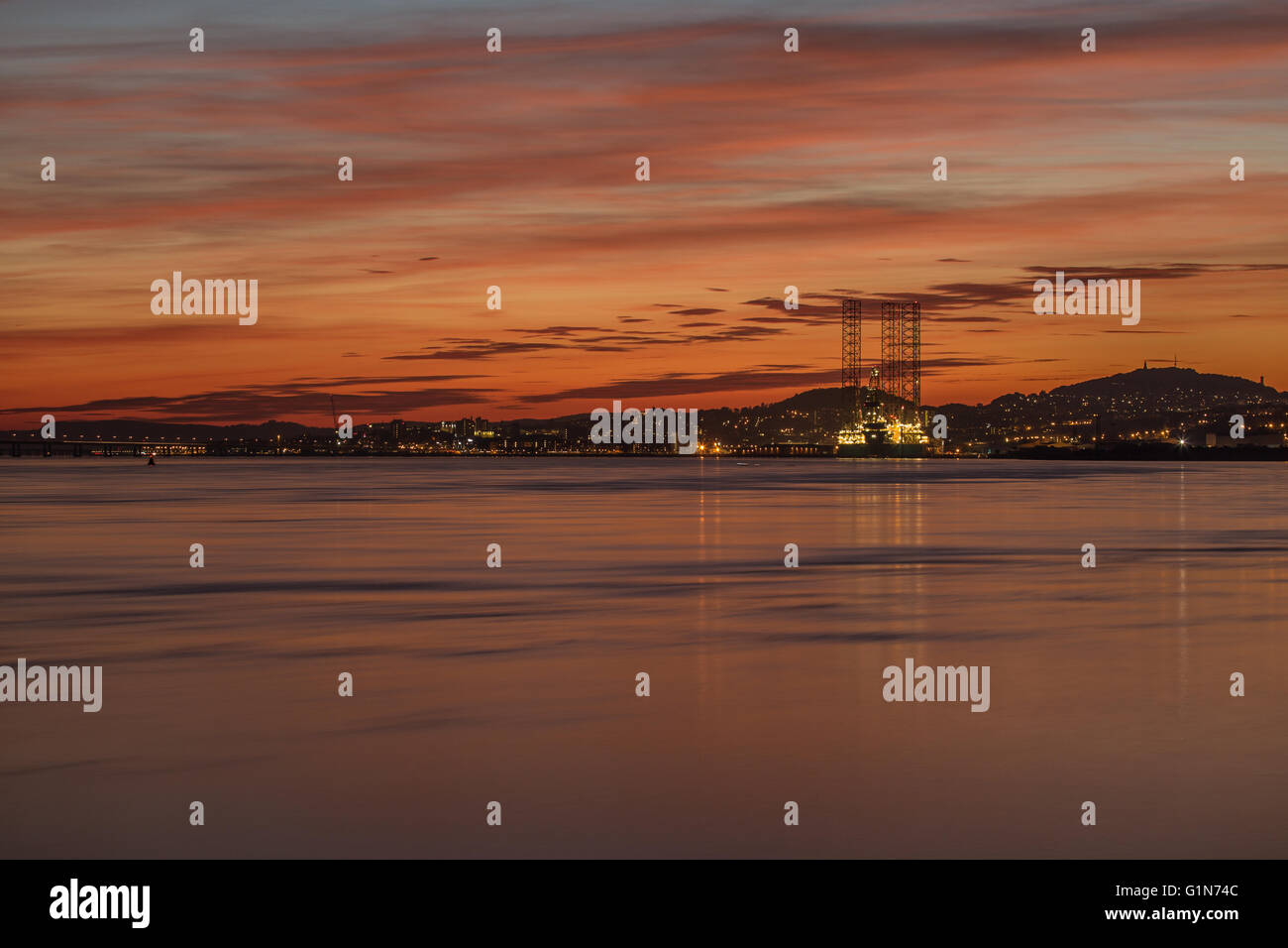 Oil rig in Dundee docks at sunset - Stock Image