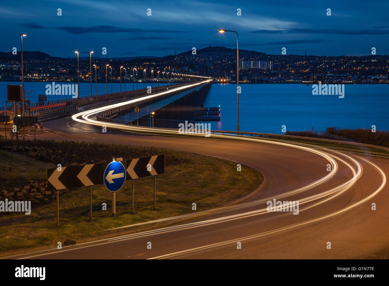 Looking over the Tay Road Bridge from Fife towards Dundee at dusk - Stock Image