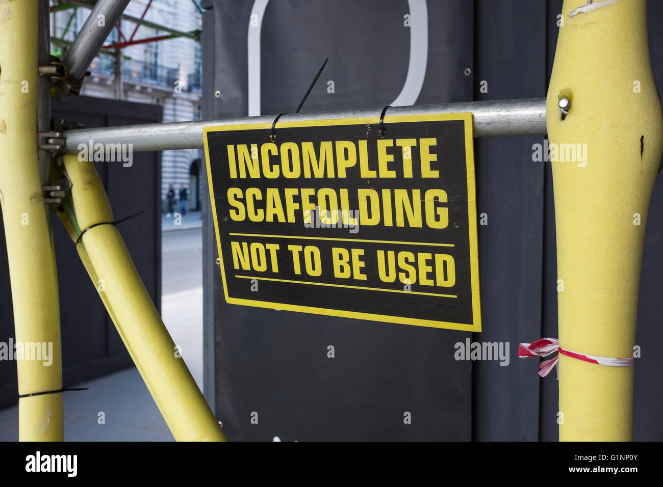 Sign stating incomplete scaffolding - Stock Image