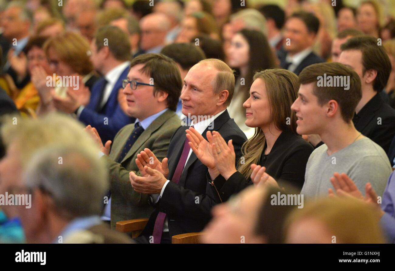 Moscow, Russia. 16th May, 2016. Russian President Vladimir Putin applauds during a performance by the St. Petersburg Stock Photo