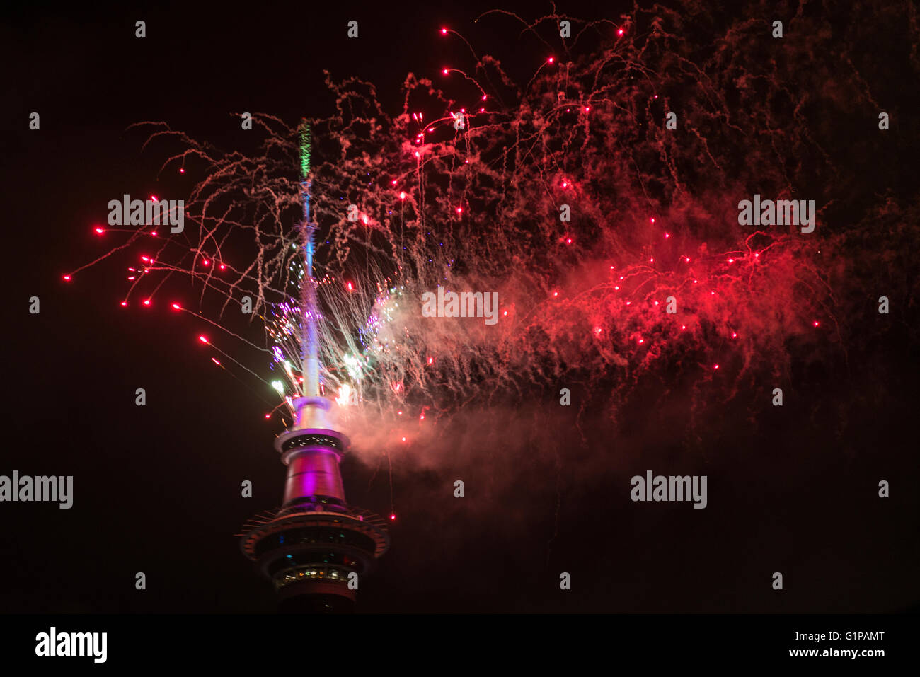 New Year's Eve fireworks from the top of the Sky Tower at midnight to welcome in 2016, Auckland, New Zealand - Stock Image