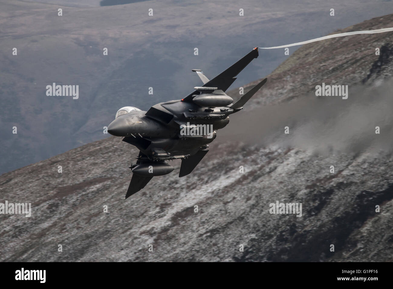 USAF F-15 Eagle in the Mach loop, Wales Stock Photo