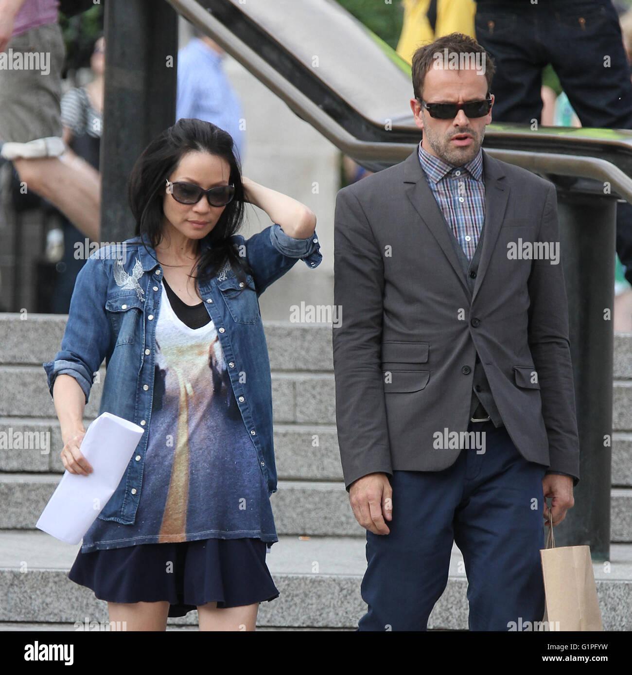 LONDON, UK - JULY 10, 2013: Lucy Liu and Jonny Lee Miller sighting on set filming Elementary in Trafalgar Square - Stock Image