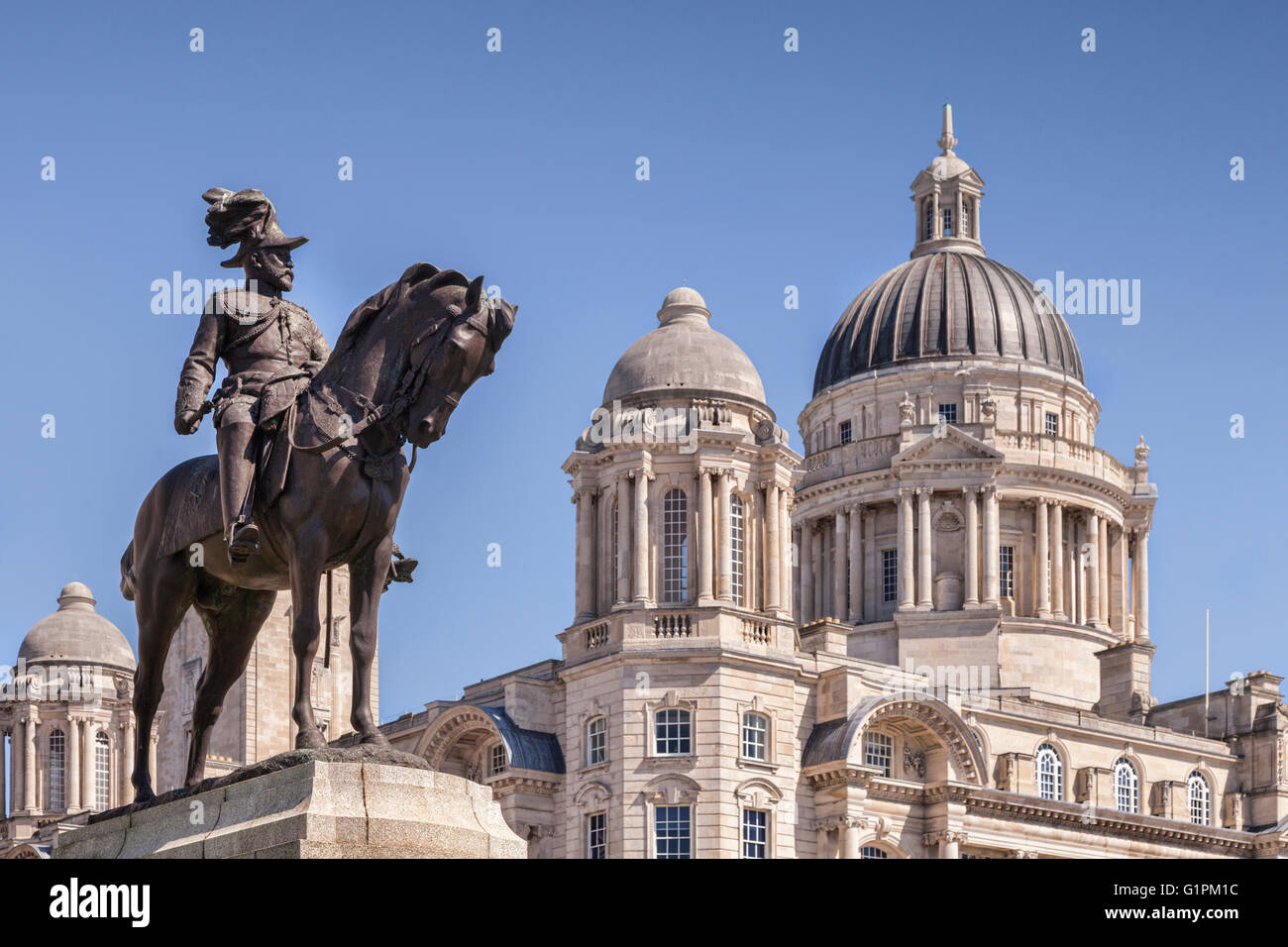 Statue of King Edward VII and the Port of Liverpool building, Liverpool Waterfront, England, UK, Focus on statue. - Stock Image