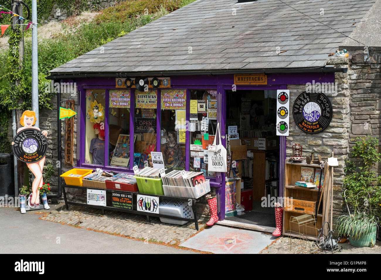 Hay-on-Wye a small town famous for book shops and a literary festival in Powys Wales UK. Haystacks Book and Record - Stock Image