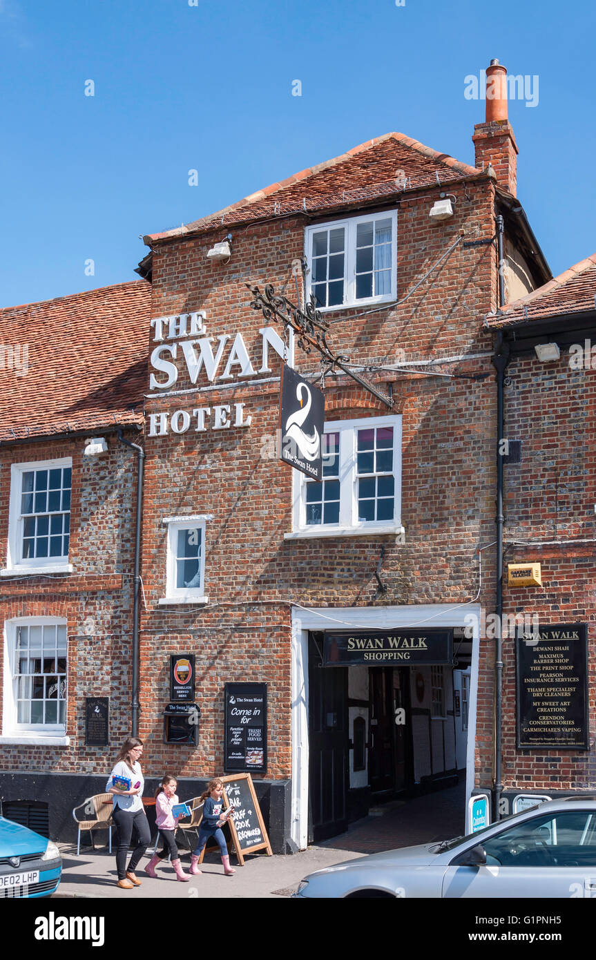 16th century The Swan Hotel, Upper High Street, Thame, Oxfordshire, England, United Kingdom - Stock Image