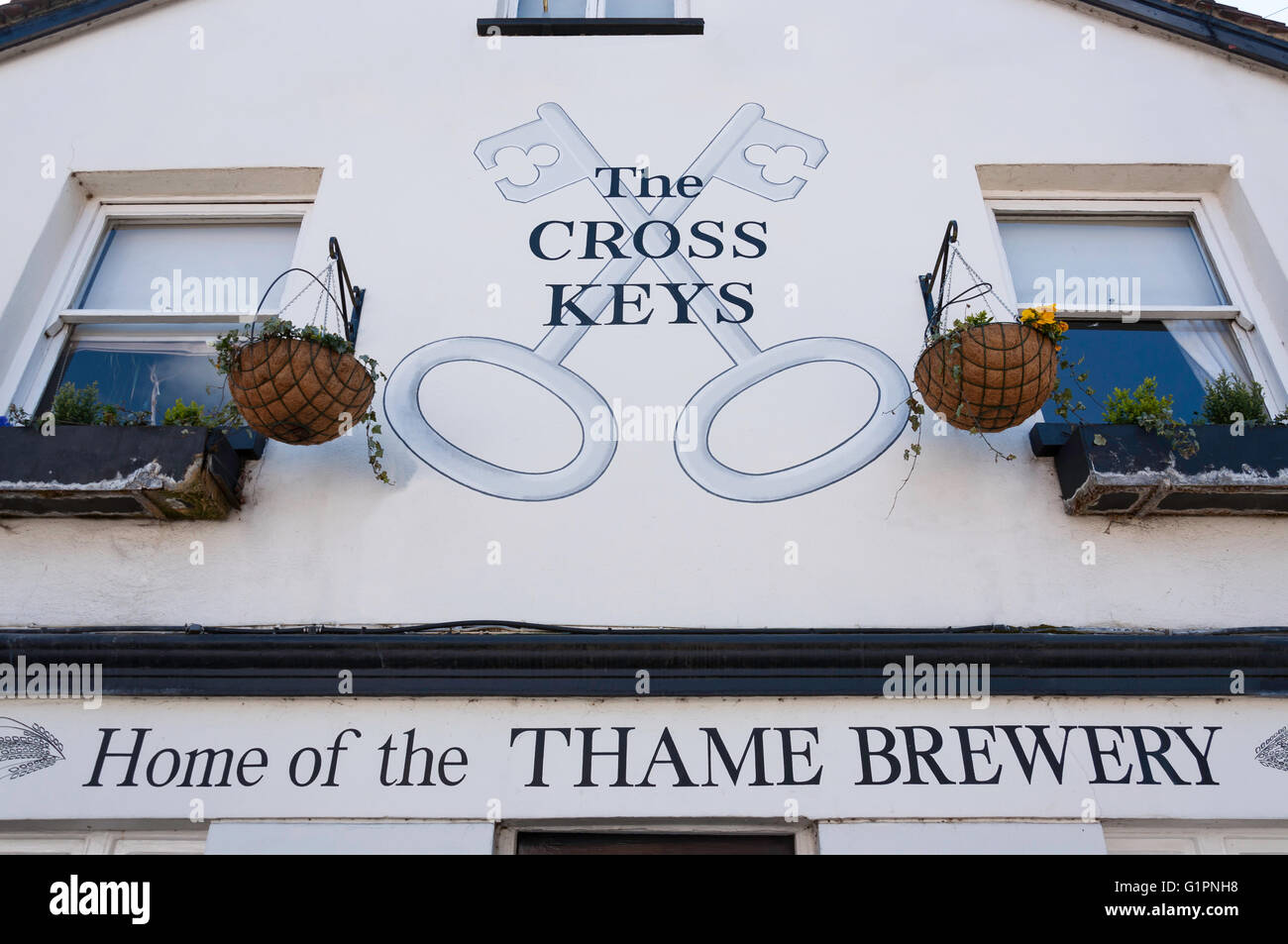 17th century The Cross Keys Pub, East Street, Thame, Oxfordshire, England, United Kingdom - Stock Image