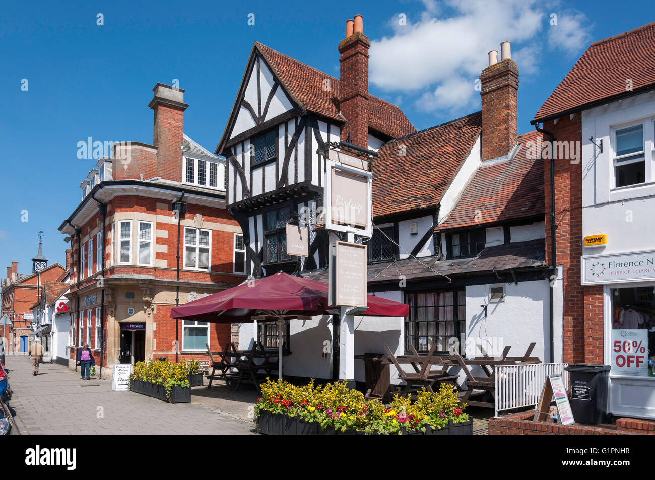 13th Century 'The Birdcage' pub, Cornmarket, Thame, Oxfordshire, England, United Kingdom - Stock Image