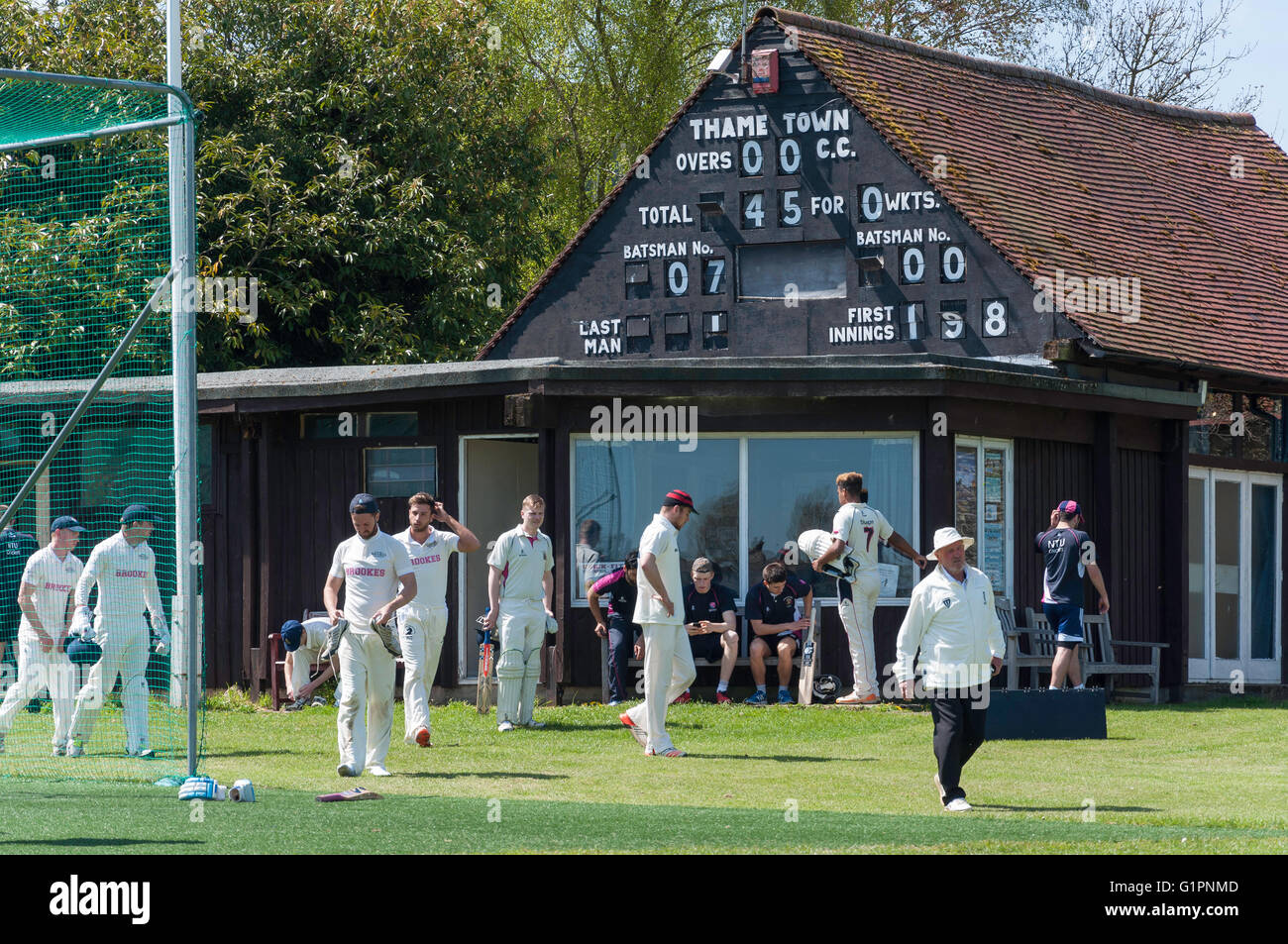 Thame Town Cricket Club match, Church Meadow, Thame, Oxfordshire, England, United Kingdom - Stock Image