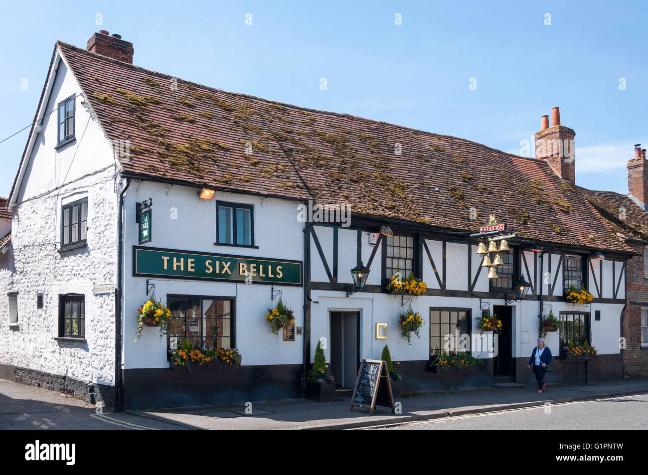 16th century 'The Six Bells 'pub, High Street, Thame, Oxfordshire, England, United Kingdom - Stock Image