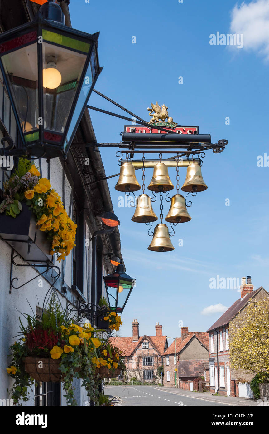 16th century 'The Six Bells' pub, High Street, Thame, Oxfordshire, England, United Kingdom - Stock Image