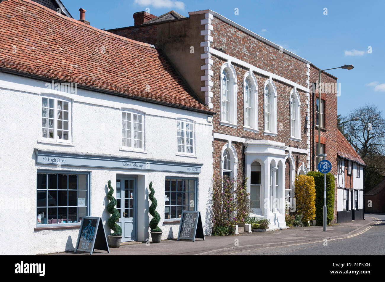 Period buildings on High Street, Thame, Oxfordshire, England, United Kingdom - Stock Image