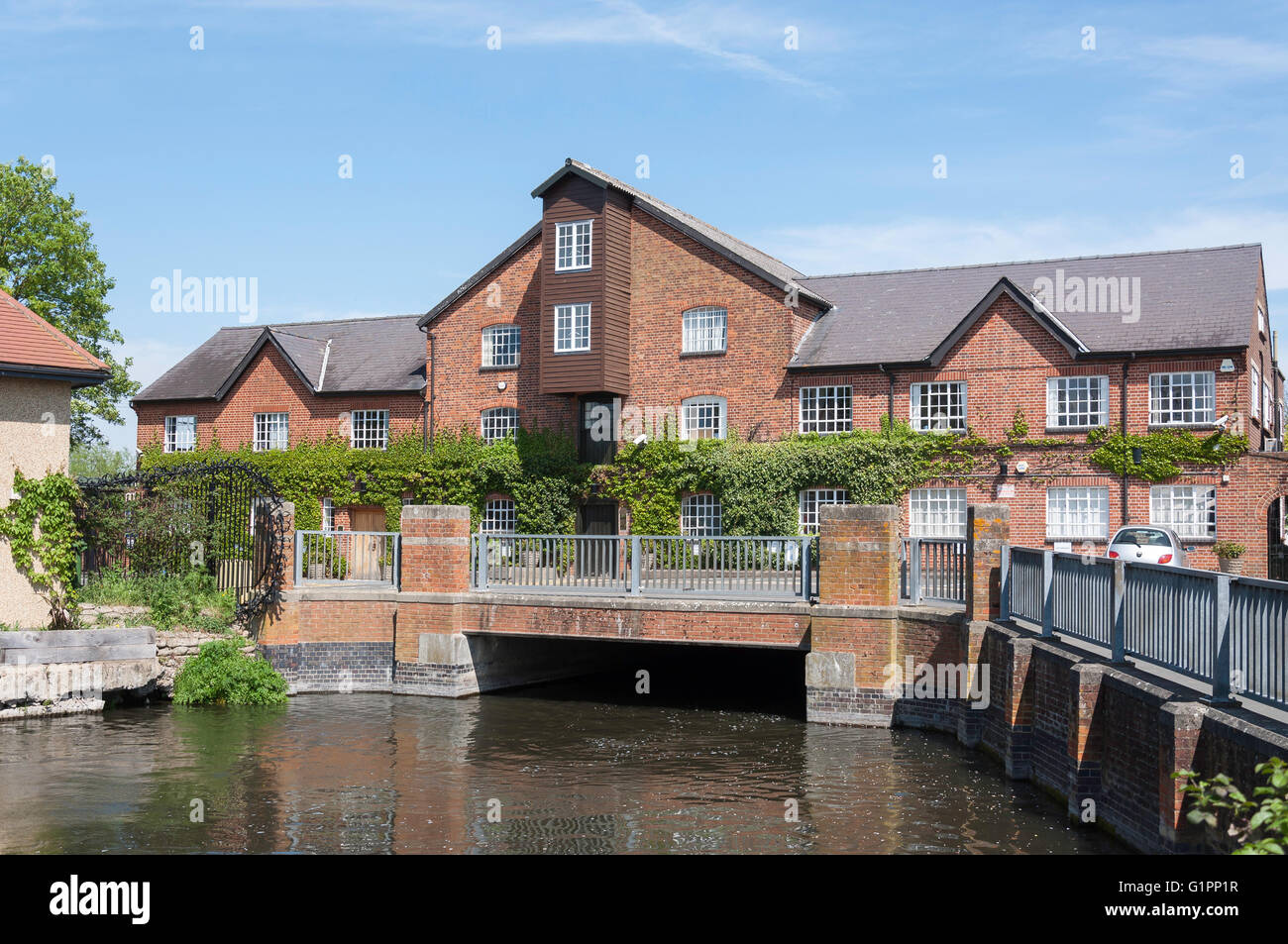 The Old Mill House and River Colne, Horton Road, Stanwell Moor, Surrey, England, United Kingdom - Stock Image