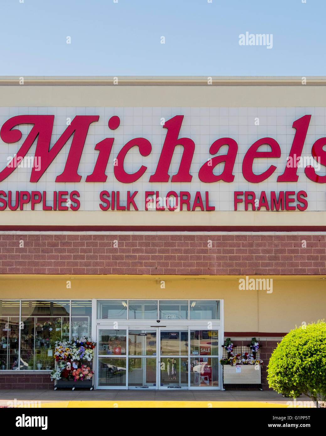 The exterior of Michaels, an arts and crafts store on Memorial Road in Oklahoma City, Oklahoma, USA. - Stock Image