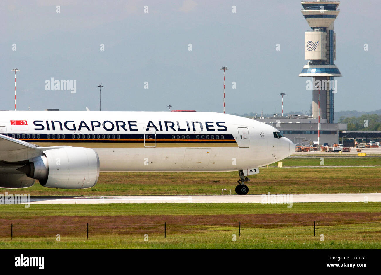 9V-SWT Singapore Airlines, Boeing 777. Photographed at Malpensa airport, Milan, Italy - Stock Image