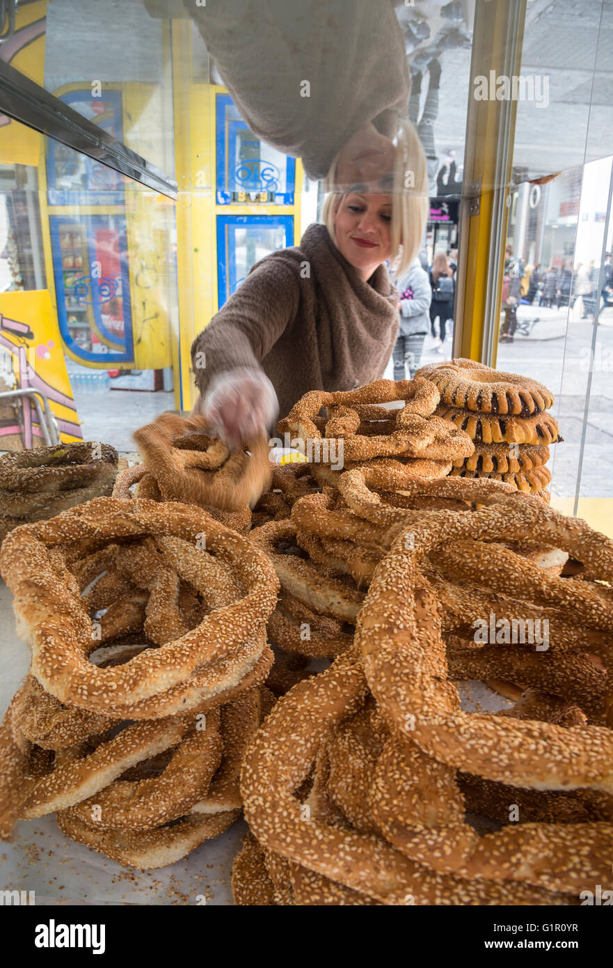 Selling koulouri (bred rings) from a kiosk in Ermou street in the centre of Athens, Greece. - Stock Image