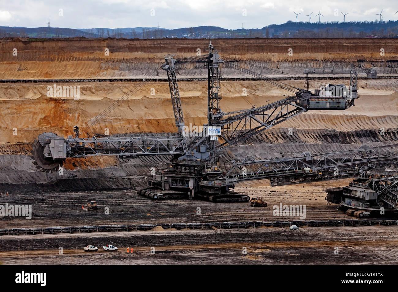 Bucket wheel excavators 282 in Inden opencast mine, lignite mining, Inden, Rhenish lignite mining area, North Rhine Stock Photo