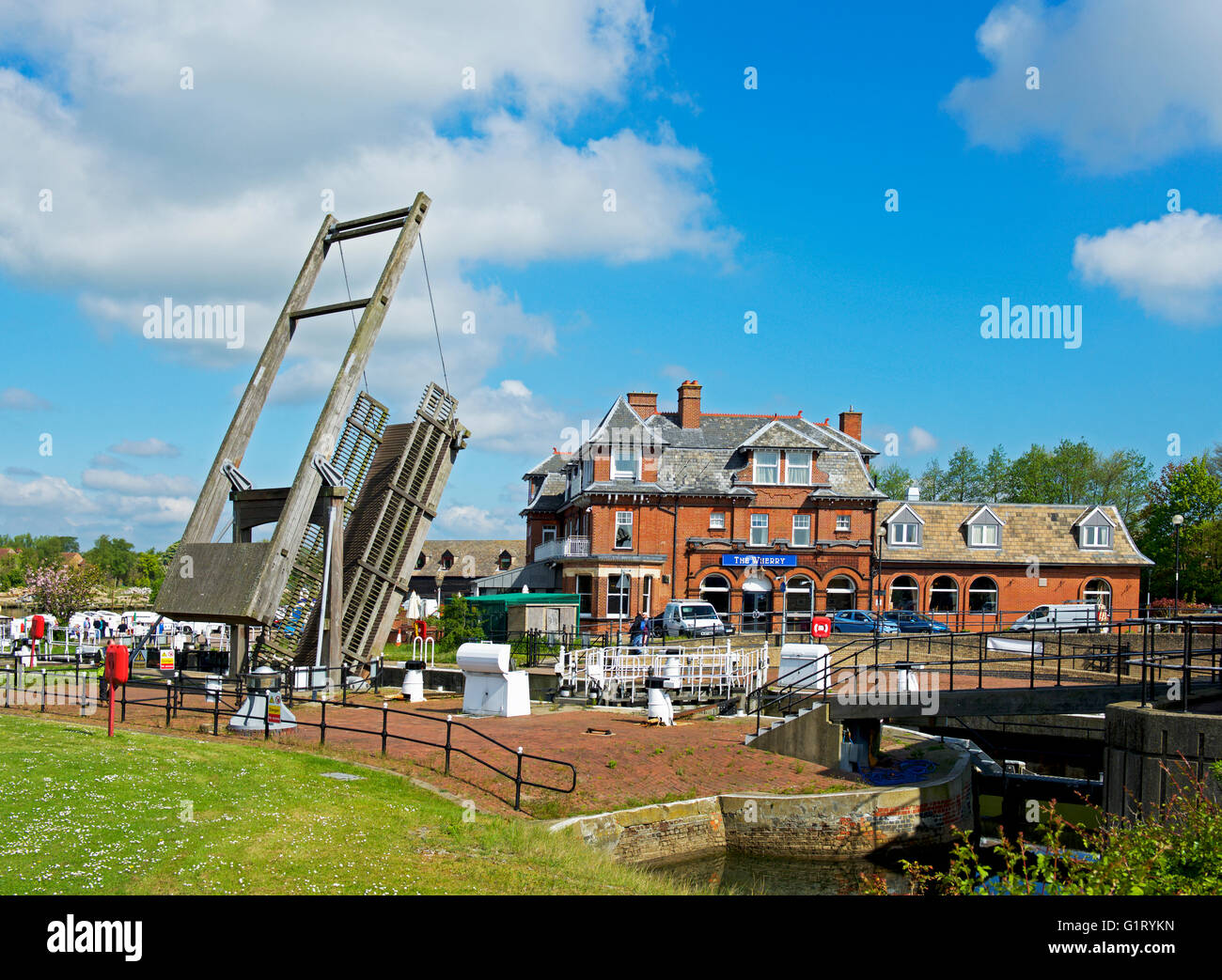 Lift Bridge raised, Oulton Broad, Norfolk Broads National Park, Norfolk, England UK - Stock Image