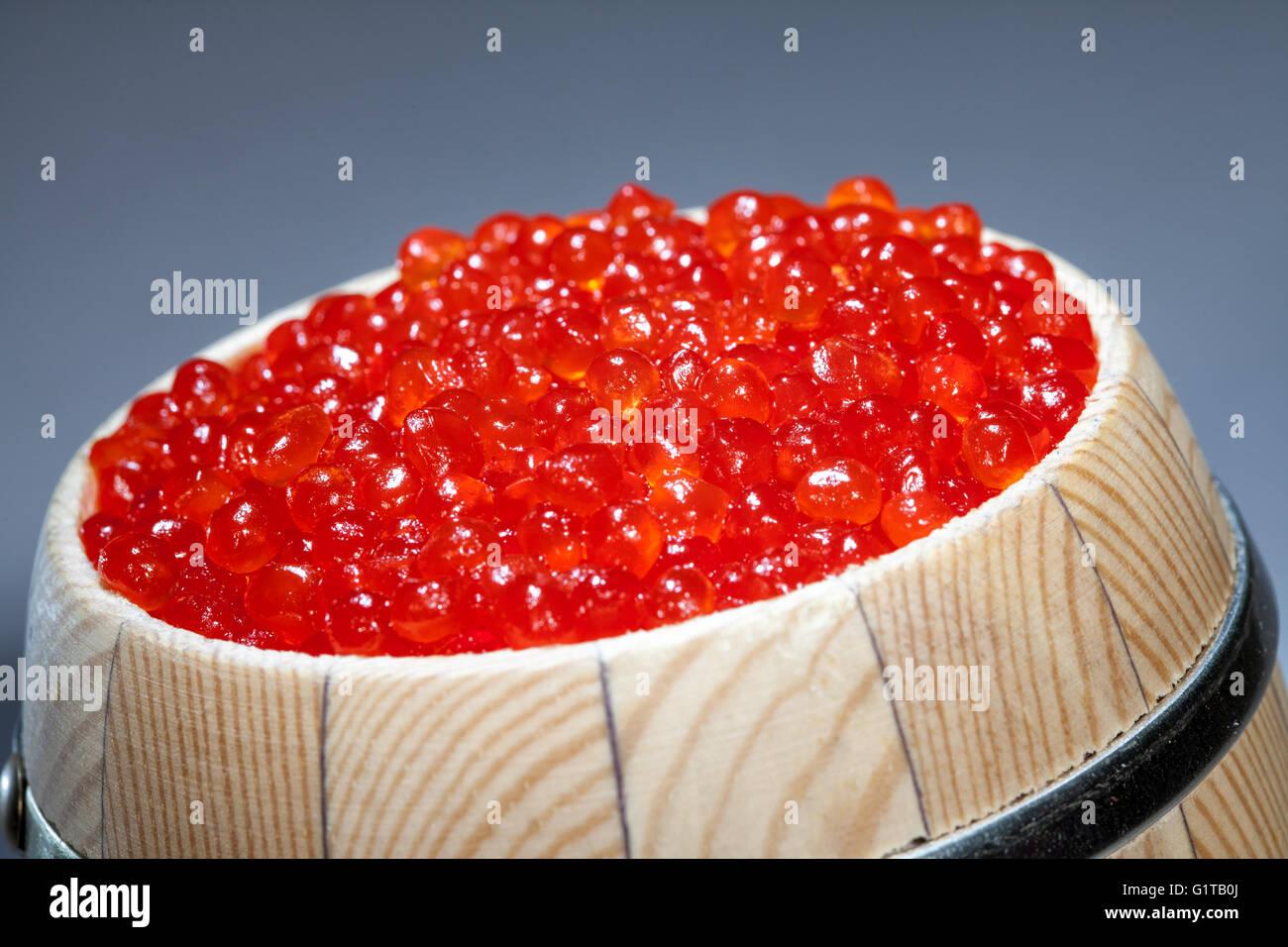 Keg of red caviar on the dark - Stock Image