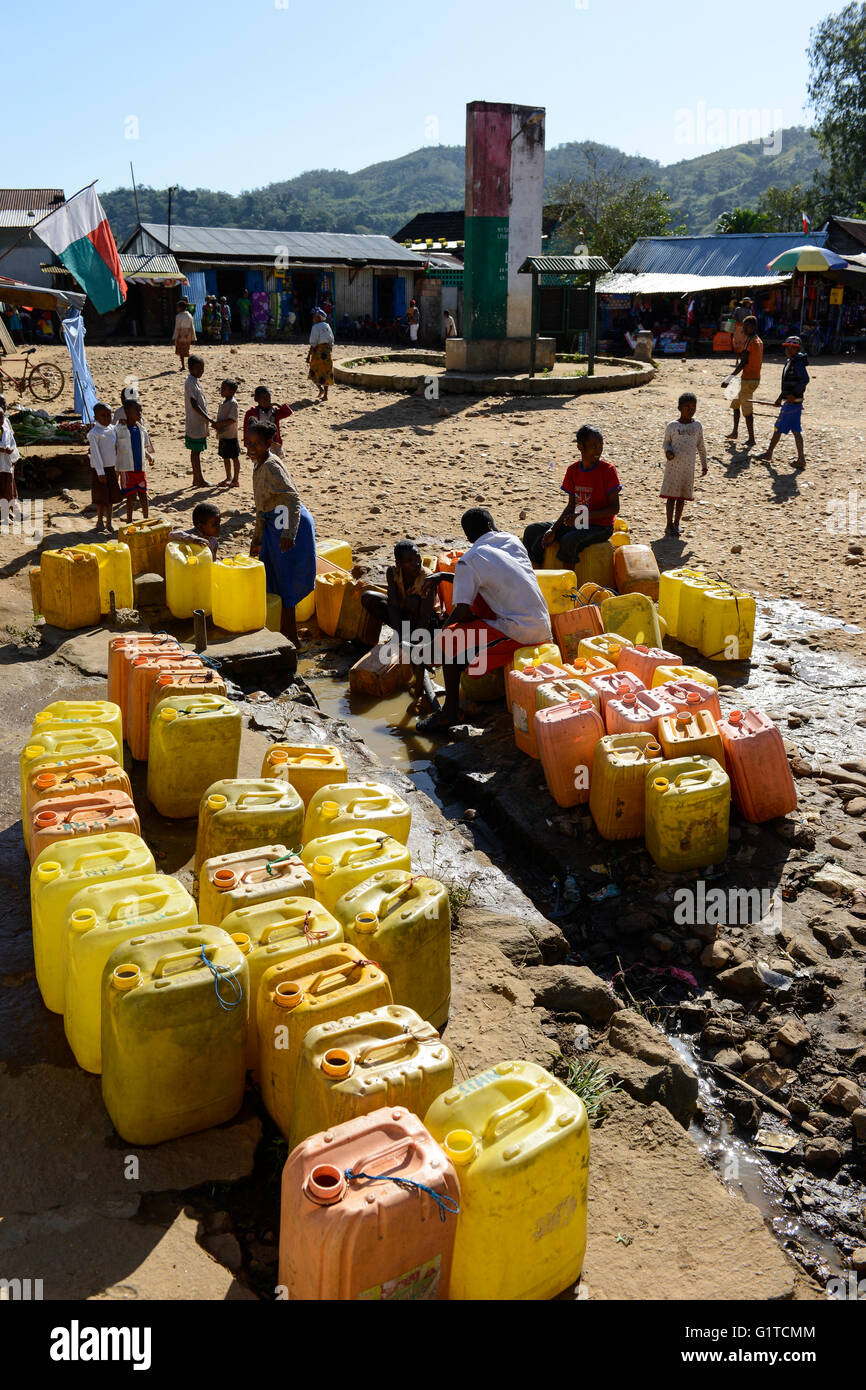 MADAGASCAR, Vohilava, water supply, yellow Jerry can / MADAGASKAR Mananjary, Vohilava, Marktplatz, Wasserversorgung, Stock Photo