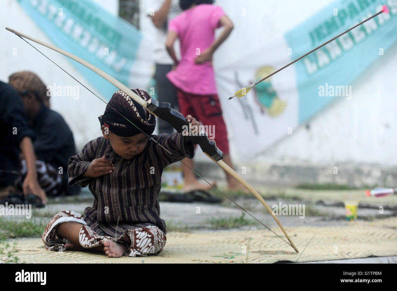Yogyakarta, Indonesia. 19th May, 2016. A boy participates in a traditional archery contest, or the Jemparing, at Stock Photo