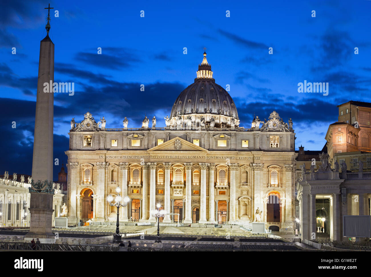 Rome - St. Peter's Basilica - 'Basilica di San Pietro' and the square at dusk. - Stock Image