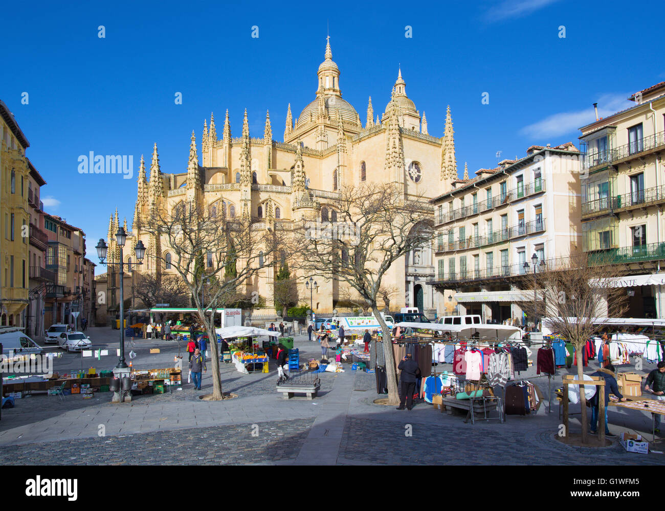 SEGOVIA, SPAIN, APRIL - 15, 2016: The Plaza Mayor square and the morning market and the Cathedral at morning. - Stock Image