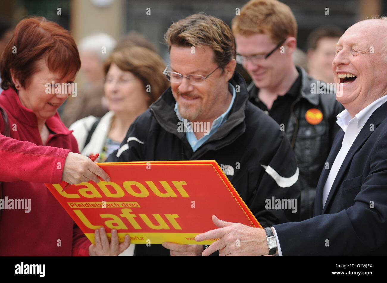 Eddie Izzard, who backs the remain in Europe campaign, campaigning for Labour in Cardiff, Wales. - Stock Image