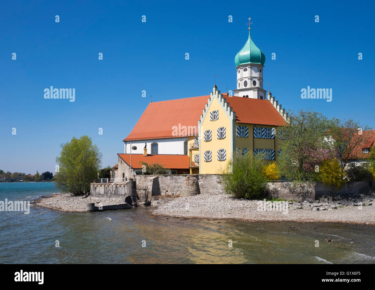 Castle and Church of Saint George on the peninsula in Wasserburg at Lake Constance, Allgäu, Swabia, Bavaria, - Stock Image