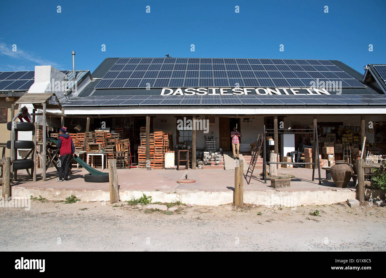 DASSIESFONTEIN CALEDON WESTERN CAPE SOUTH AFRICA  - The Dassiesfontein farm stall with solar panels on the roof - Stock Image
