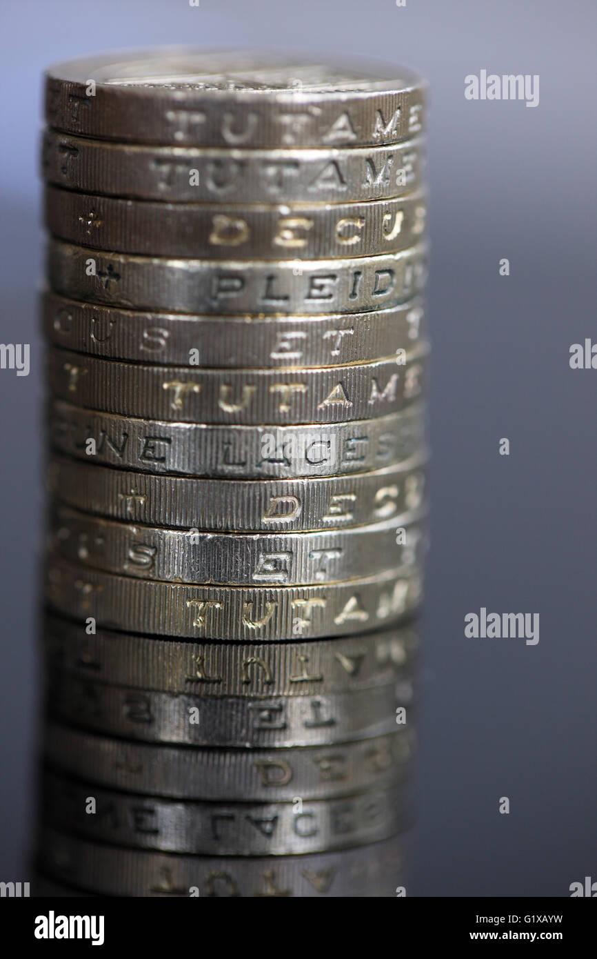 One Pound Coin On Edge Stock Photos Amp One Pound Coin On