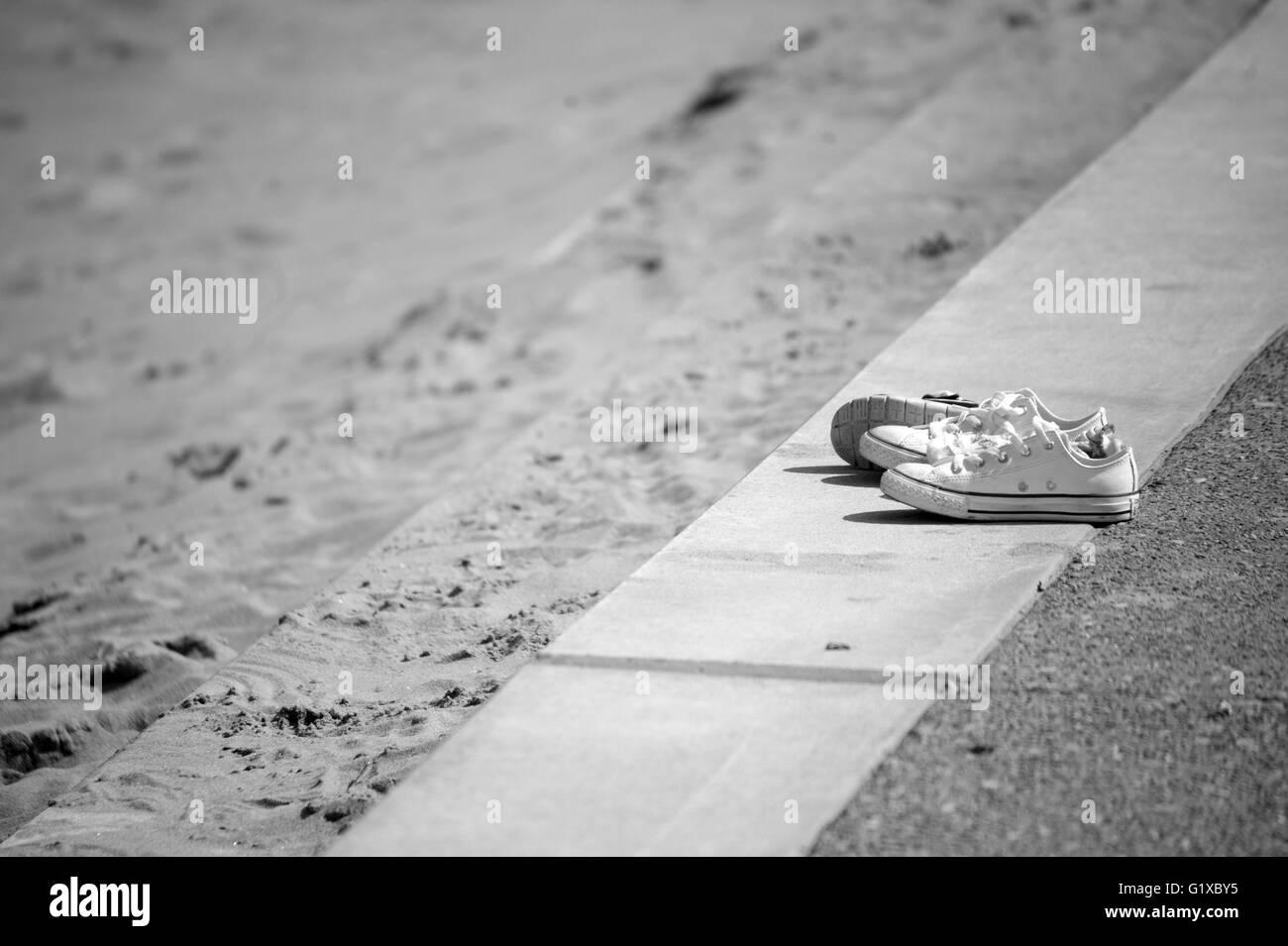 Discarded sandshoes - Stock Image