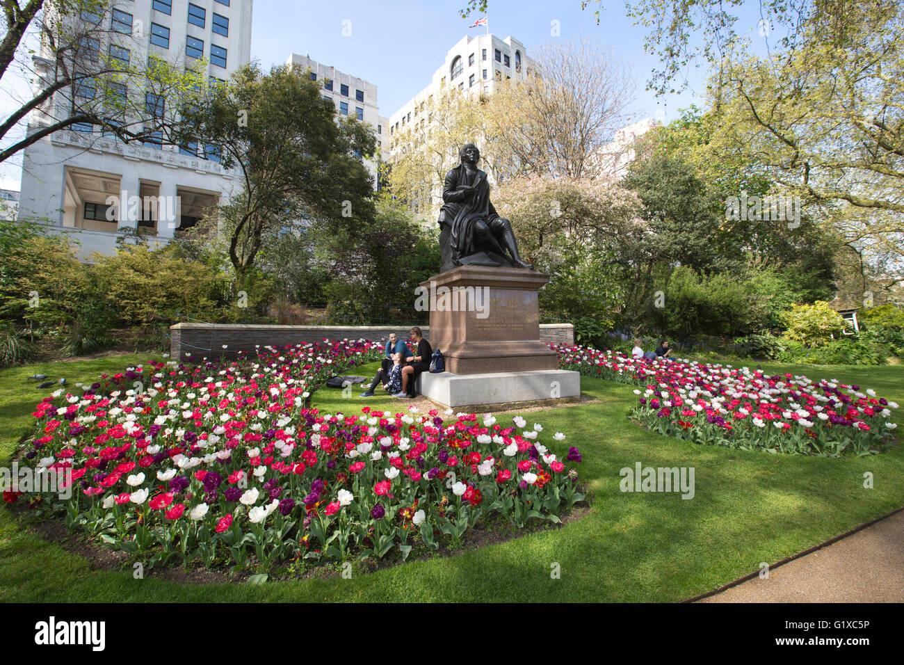 Statue Of Robert Burns Victoria Embankment Gardens Victoria Stock