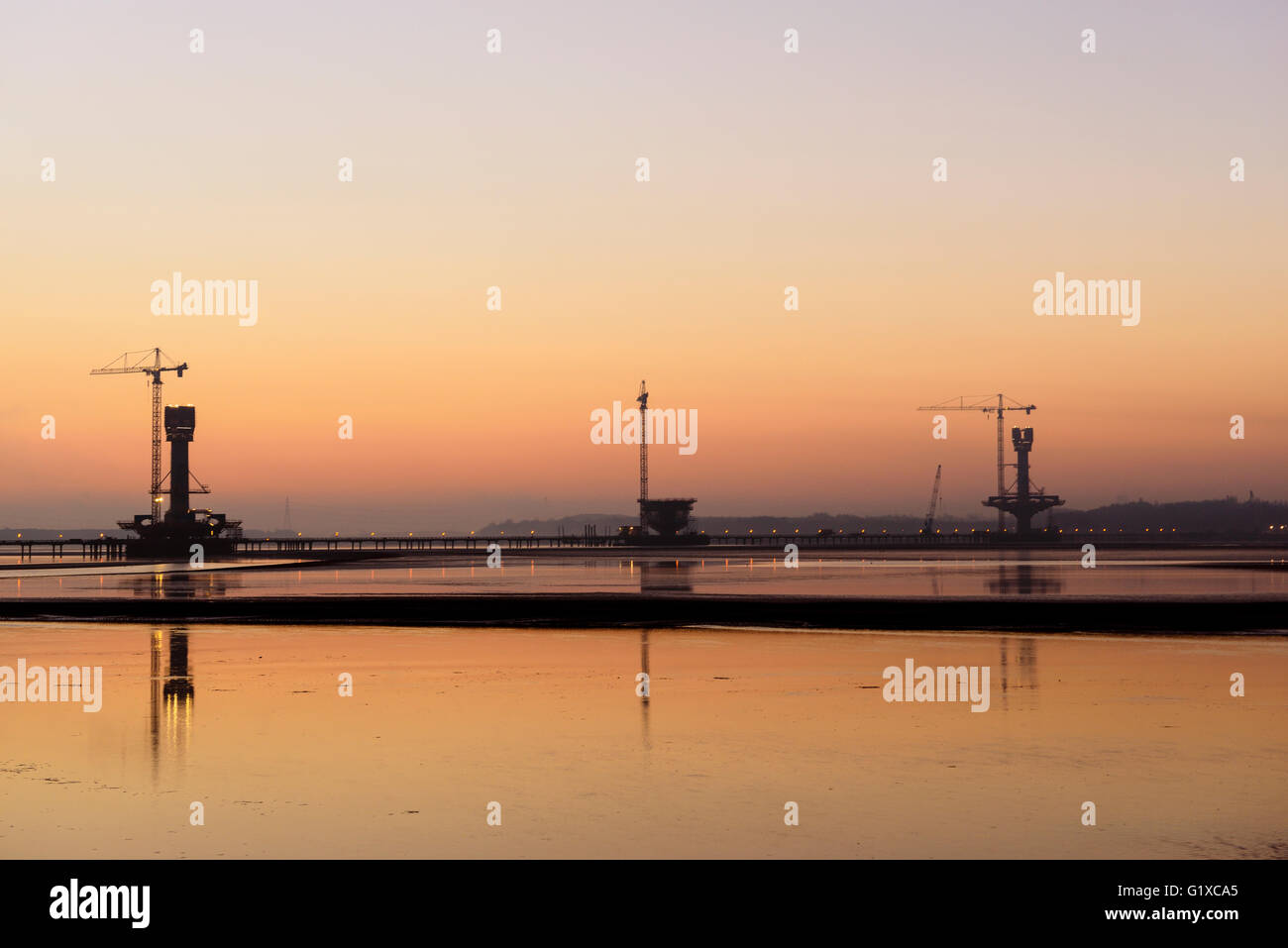 Sunrise over the Mersey Gateway Bridge currently being built to span the River Mersey between Runcorn and Widnes. - Stock Image