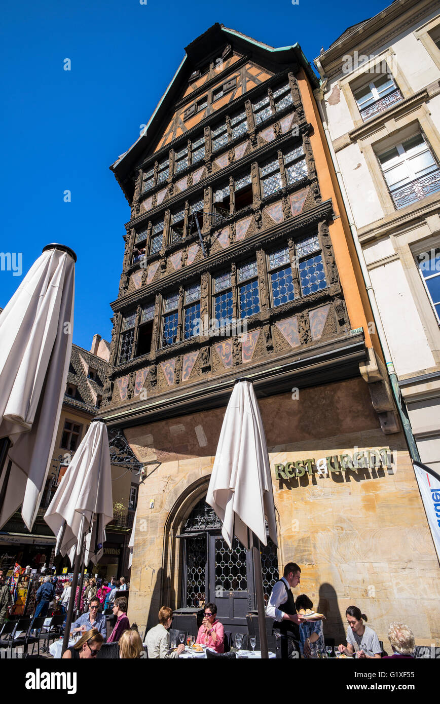 Maison Kammerzell medieval house 16th Century and cafe terrace, Strasbourg, Alsace, France - Stock Image