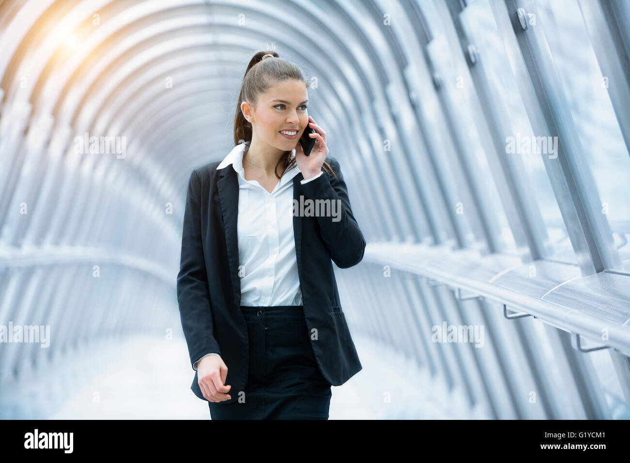 Businesswoman talking on mobile phone - Stock Image