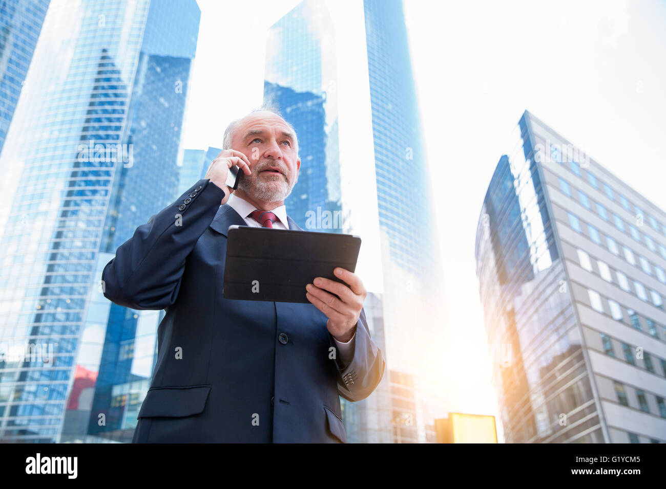 Businessman talking on mobile phone - Stock Image